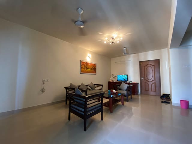 Executive comfy stay near Infopark Smartcity