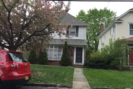 Spacious, Elegant, Close To NYC - Tuckahoe