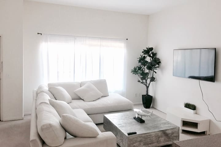 Modern Cozy Flat Near the Beach! - Santa Monica - Apartment