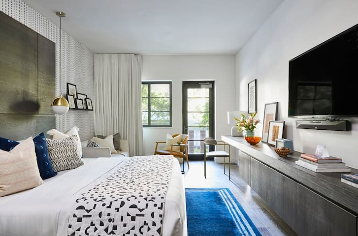 Domio Kaskades | South Beach | Premier King Room + Balcony