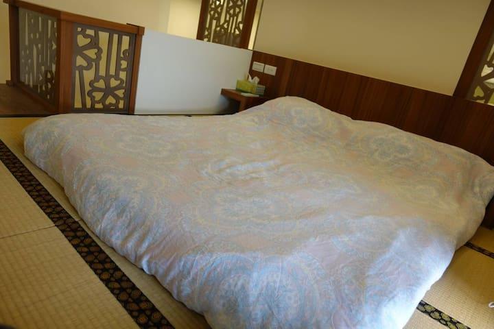 夾層二樓榻榻米及地板床墊