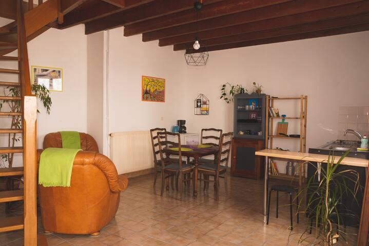 Pequeña casa independiente entre mar y campo