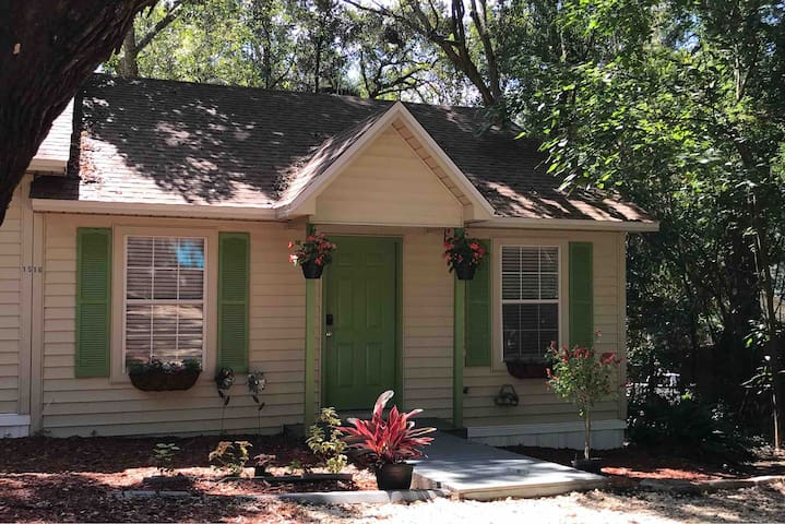 Live Oak Cottages III-In Town(8mins to the Capitol