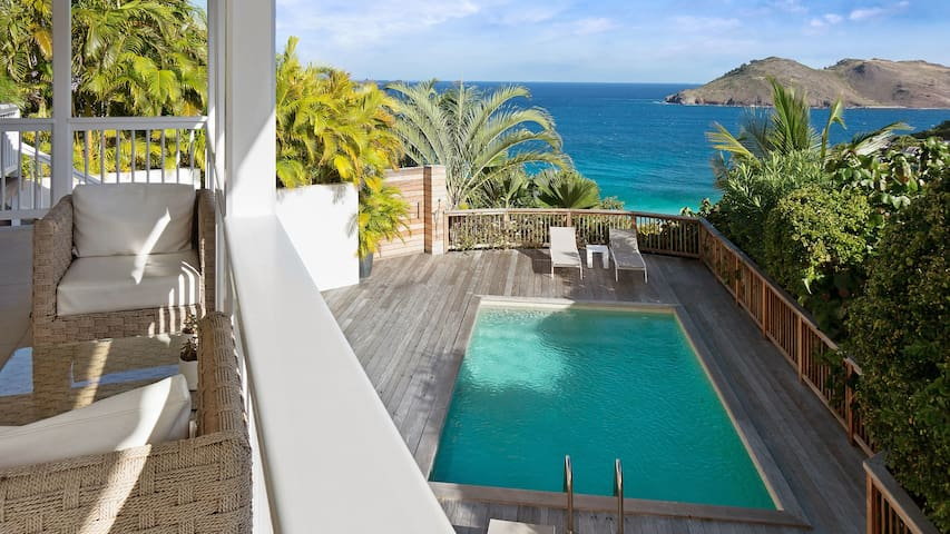 This luxury villa enjoys a prime location for relaxing holiday in St Barth - Gustavia - Villa