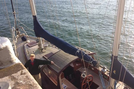 Sailing Yacht with private room/bathroom. - Ringsend