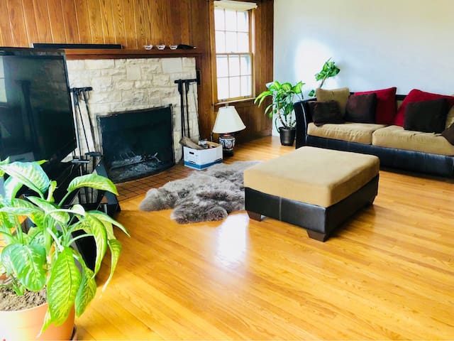 Private Bedroom Near Metra, 20 min from airport