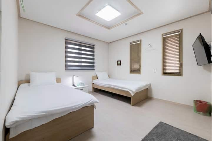 Hub Guesthouse(Incheon Airport)-London Room