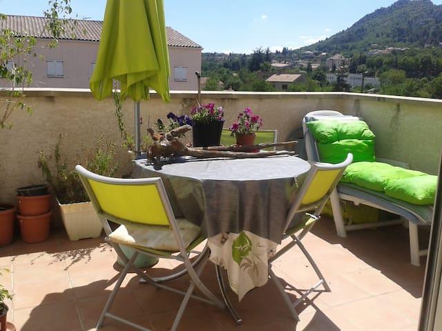 Appartement au soleil dans environnement agréable - Château-Arnoux-Saint-Auban - Квартира
