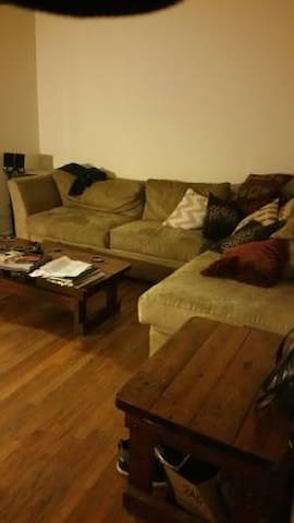Great down to earth host & location near downtown - Greensboro - Lejlighed