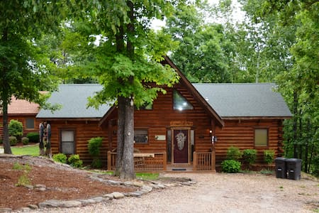 Amazing Wood Log Cabin  Pvt Hot Tub in Woods WIFI Fireplace - Ridgedale - Dom