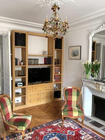 Appartement haussmannien 60m2, refait à neuf