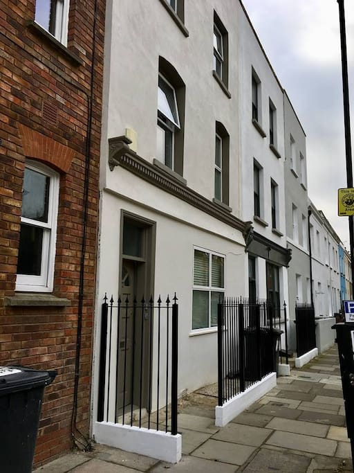 Lovely quiet road, close to Brockwell Park, Brixton Village and Tube and Herne Hill station and market.