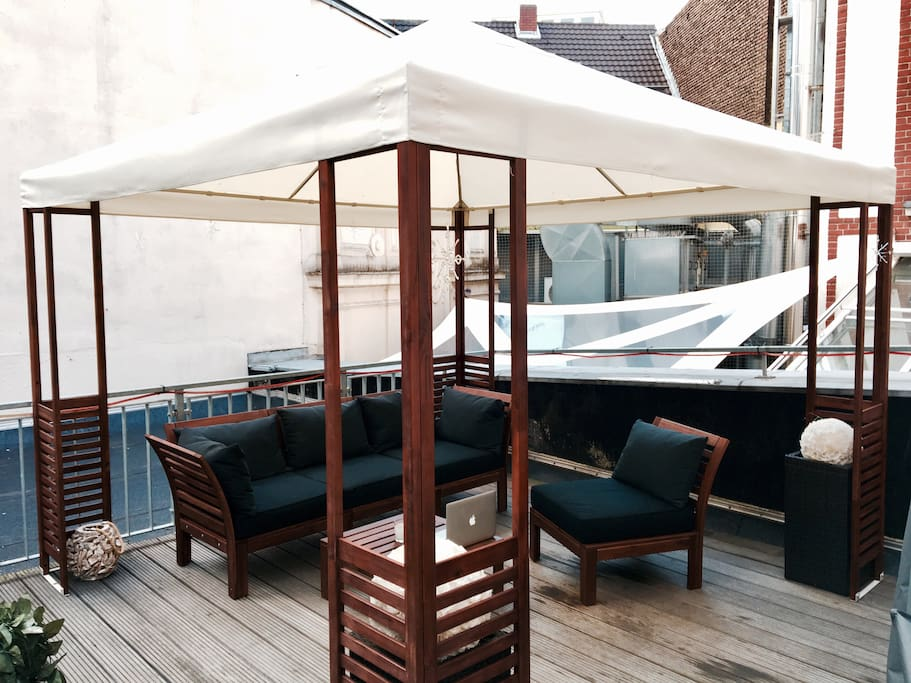 Private Dachterrasse / Private Rooftop with Chill-Out-Lounge