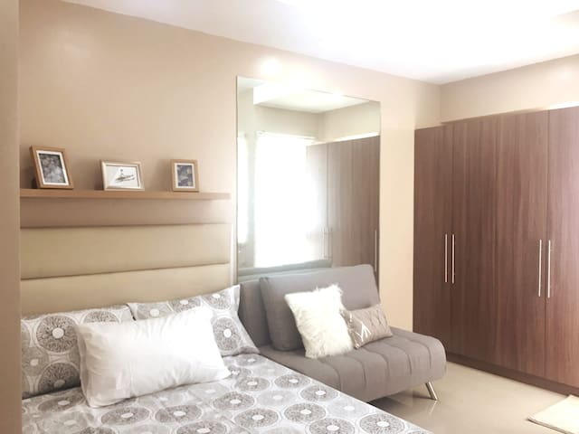 Modern decorated Unit + WIFI near IT Park