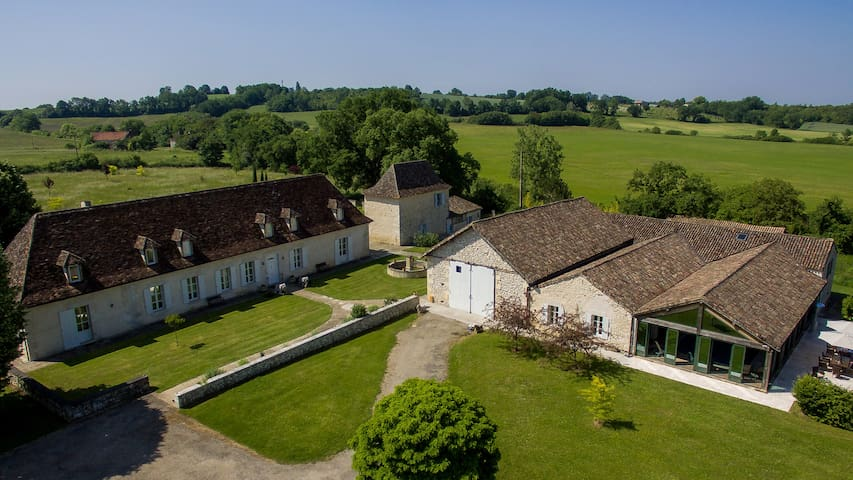 Luxury Manoir in Dordogne Sleeping 22 with Pool