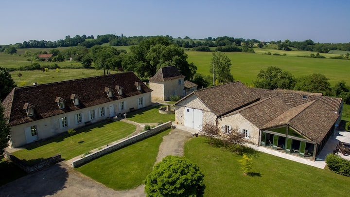 Luxury Manoir in Dordogne Sleeping 21 with Pool