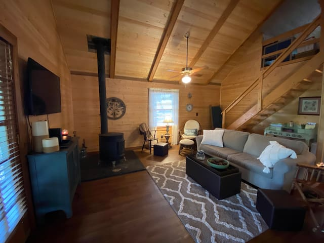 Charming Cabin in the Woods-Close to Conley Bottom