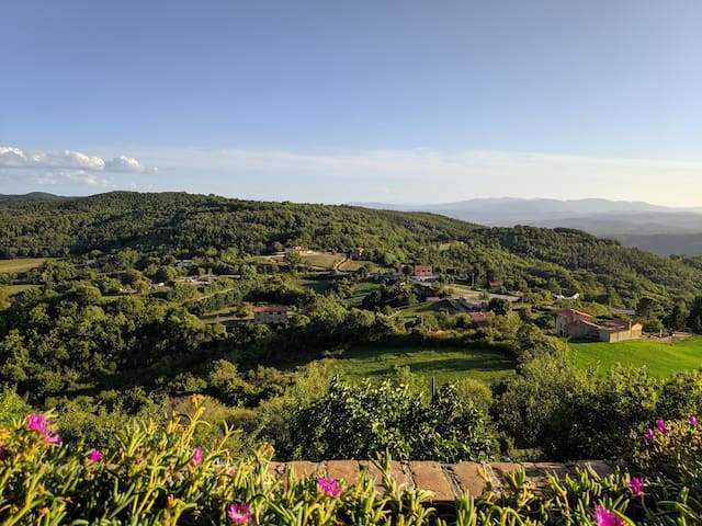 Casa di borgo medievale con veduta panoramica