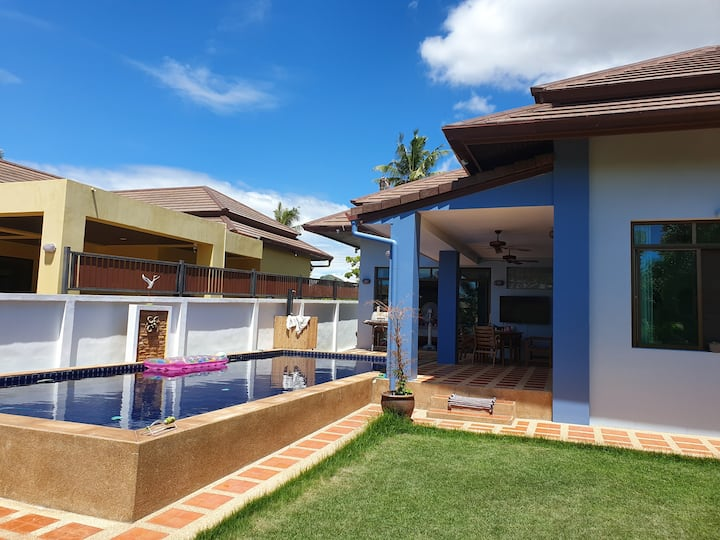 Large house in quiet area with large Pool.