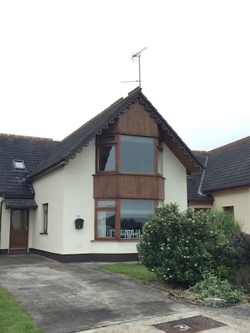 Beautiful 4 Bedroom House, Ballymoney - Ballymoney - Hus