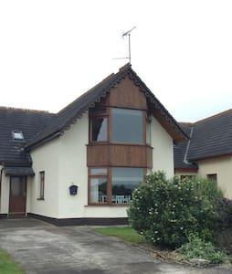 Beautiful 4 Bedroom House, Ballymoney - Ballymoney - Talo