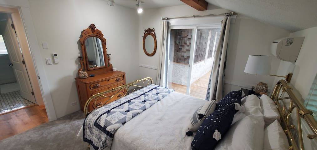 Charming Antique Guest bedroom with Deck