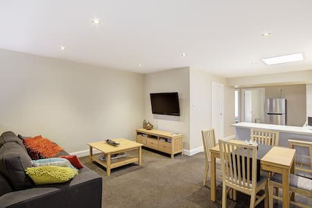NY, NY on Baylie, 2 Bedroom urban cool Apartment - Geelong - Apartment