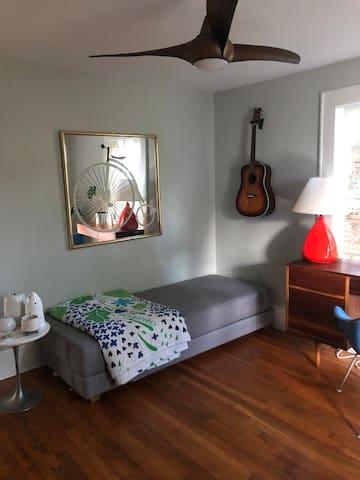 Cozy Northgate Park room
