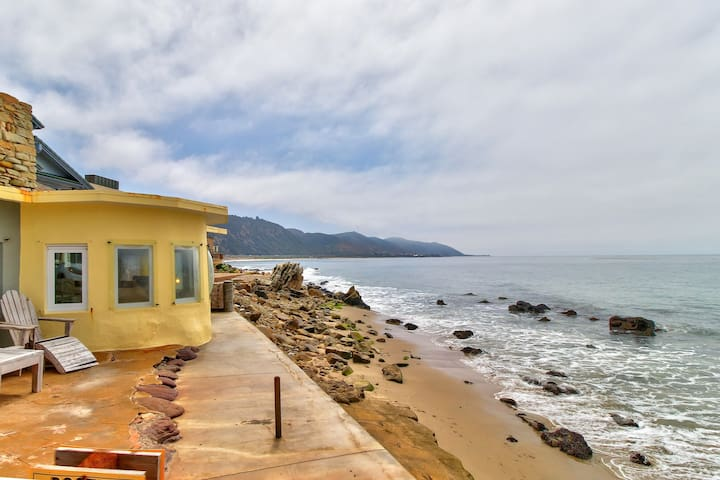 Oceanfront home with amazing views in peaceful neighborhood near beaches & more