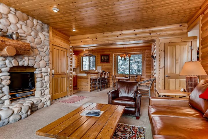 Mountain condo in Deer Valley Resort w/private, outdoor hot tub & shared pool