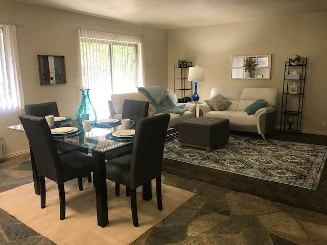 Large Private Condo, 7 min from Airport