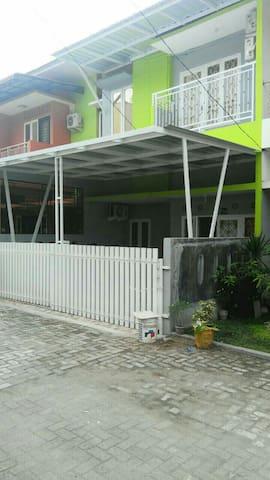 Medan guest house 2 ( sunrise )