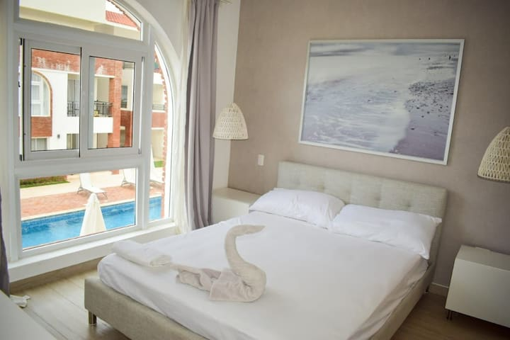 Two room apartment- pool - few steps from the sea