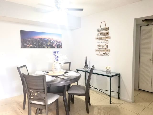 ❤️Convenient location steps from Airport❤️