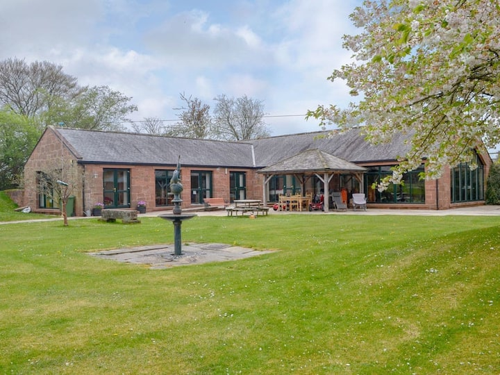 Kinnelhook Holiday Cottage (UK11473)
