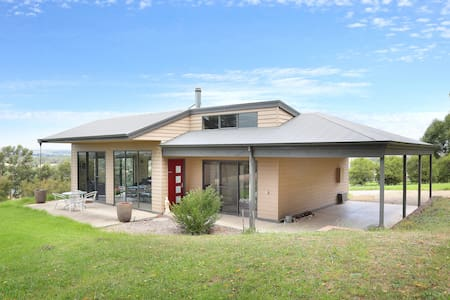 Perfect Yarra Valley Escape - Red Door - Yarra Glen - 家庭式旅館