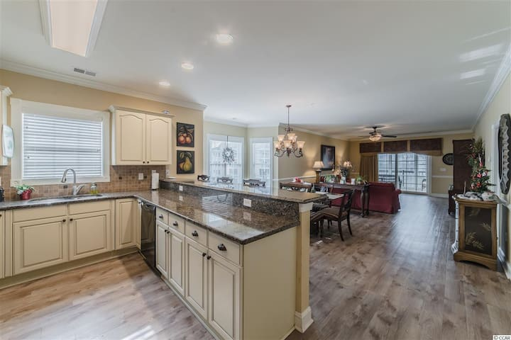 SOCIAL DISTANCE with a VIEW - Specially DISINFECTED - OPEN AIR ARRIVAL - GORGEOUS, Small Dog Friendly 3 BEDROOM CONDO HAS ROOM FOR YOUR FAMILY, enjoy the great view from the 4 season balcony or relax in the SOAKING TUB. Pools, Golf Course. DGo