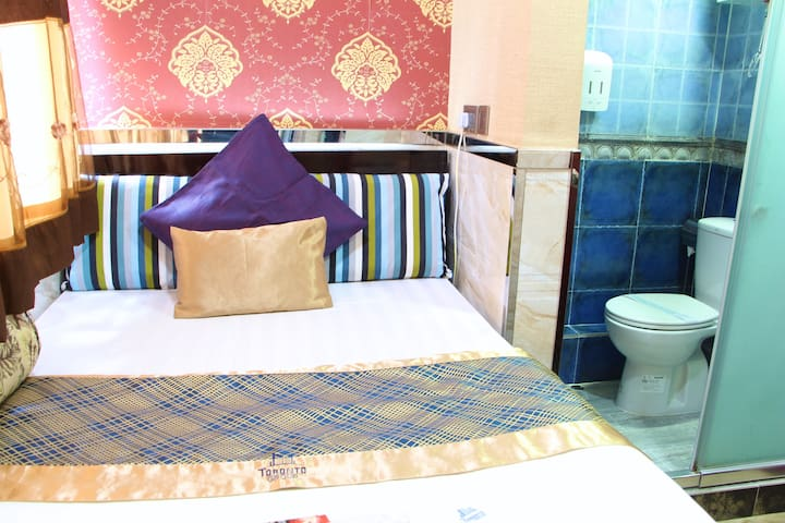 Double Room 2 (Temple Street Hotel)