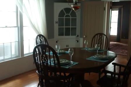 Esten-Wahl Farm - Historic Landmark Victorian Home - Fairport - Haus