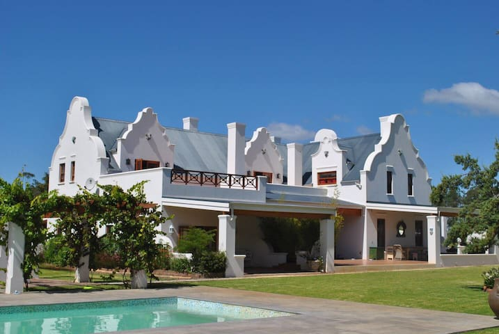 Lombard Vineyards Luxury Villa