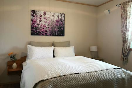 One bedroom at Hanuna's Basement, Rosendal