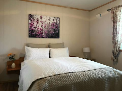 One bedroom at Hanuna's Basement, Rosendal