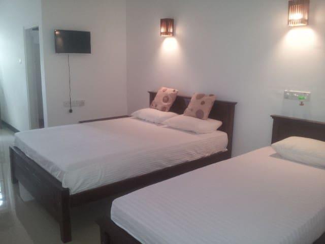 deluxe triple room - Hambantota - Bed & Breakfast