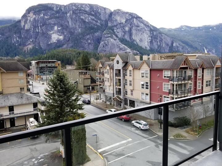 Squamish Apartment With Mesmerizing Views!