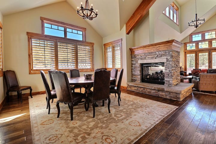 Full size dining room with space for ten people around the table.