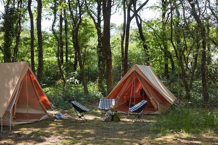La tente n°1 de La Belle Folie