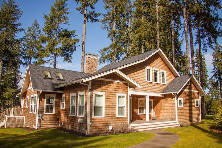Golfer's Paradise in the Heart of Hood Canal