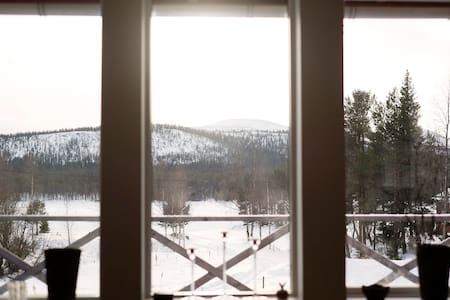 Stuga med utsikt mot sjö och fjäll - Lofsdalen - Hytte