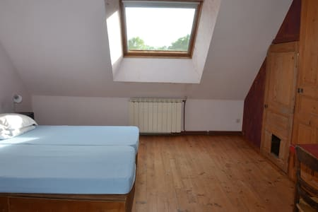 chambre double dans appartement cosy - Autry-Issards