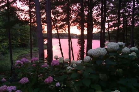 The Cottage Garden Guesthouse - Lake Ann - Casa